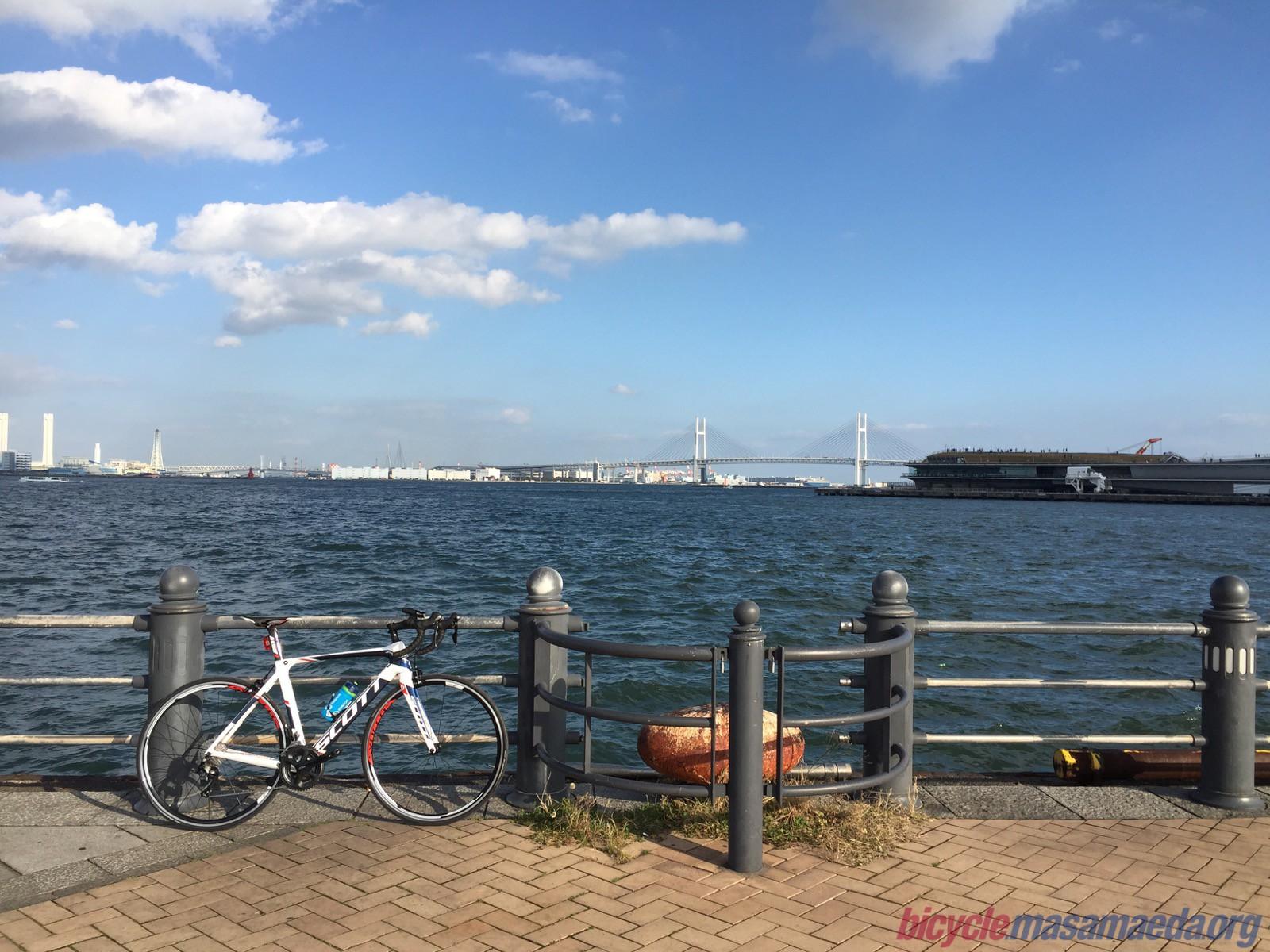 横浜ベイブリッジと大さん橋