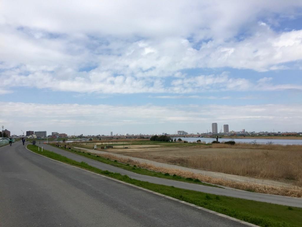 開放感あふれる江戸川サイクリングロード