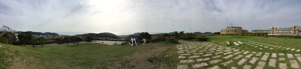湘南国際村のマイルストーン周辺は開放感あふれる広場