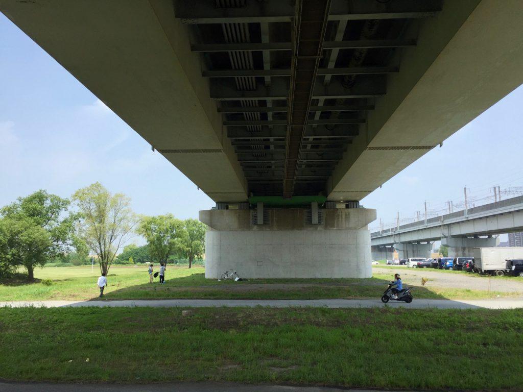 戸田橋の下